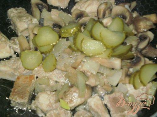 Капустная солянка с грибами и мясом