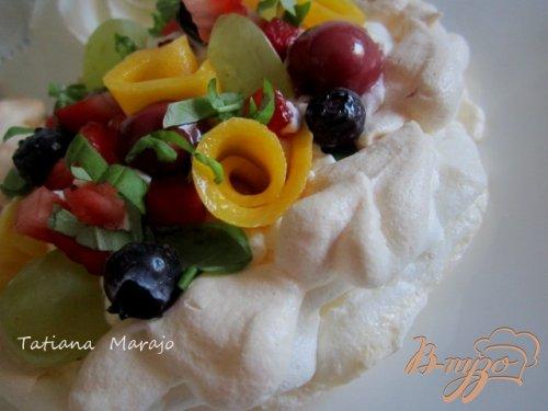 Меренги с фруктами