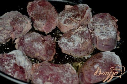 Свиные медальоны с мармеладным джемом