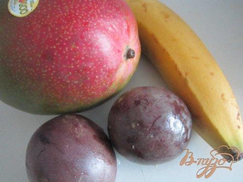 Десерт с экзотическими фруктами