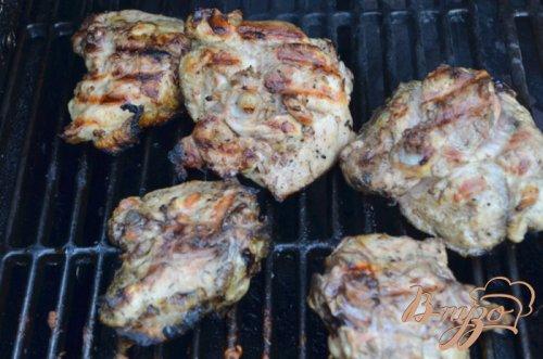 Куриные бедрышки с соусом из базилика