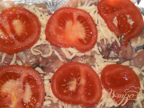 Мясо запеченное с сыром и помидорами в фольге