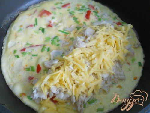 Омлет с рыбой и сыром