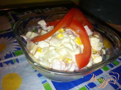Салат с копченым сыром и ананасом