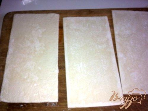 Закуска из слоеного теста с сыром бри