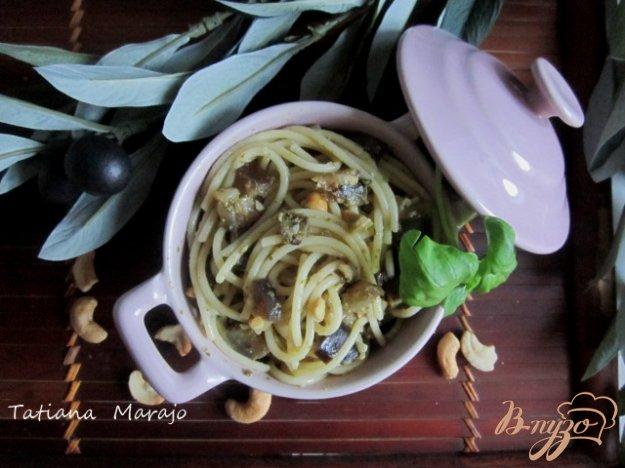 фото рецепта: Спагетти с баклажанами и орешками кешью