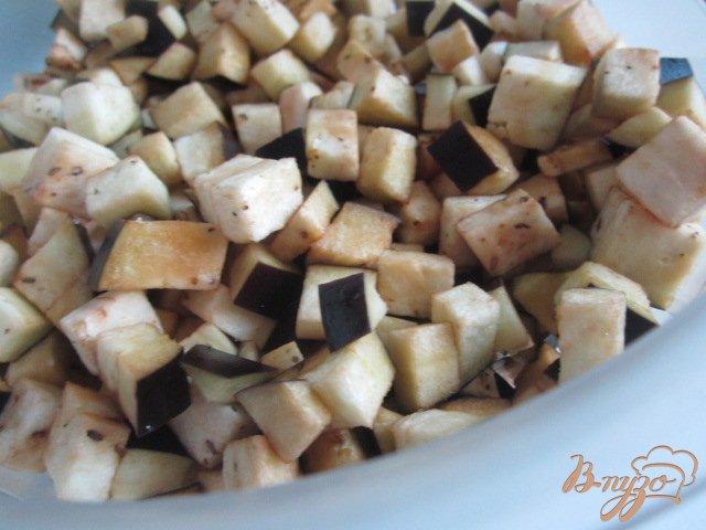 Фото приготовление рецепта: Спагетти с баклажанами и орешками кешью шаг №1