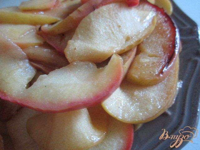 Фото приготовление рецепта: Булочки с яблоками и корицей шаг №3