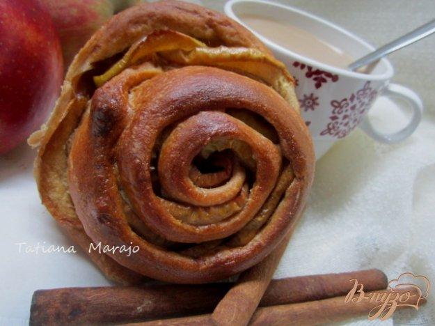 фото рецепта: Булочки с яблоками и корицей