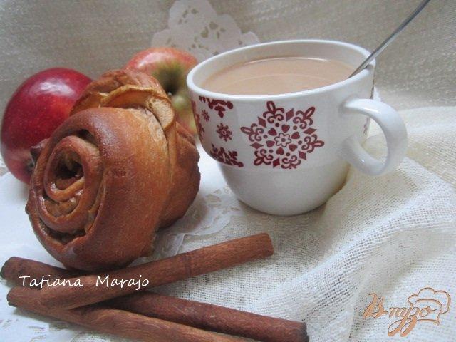 Фото приготовление рецепта: Булочки с яблоками и корицей шаг №7