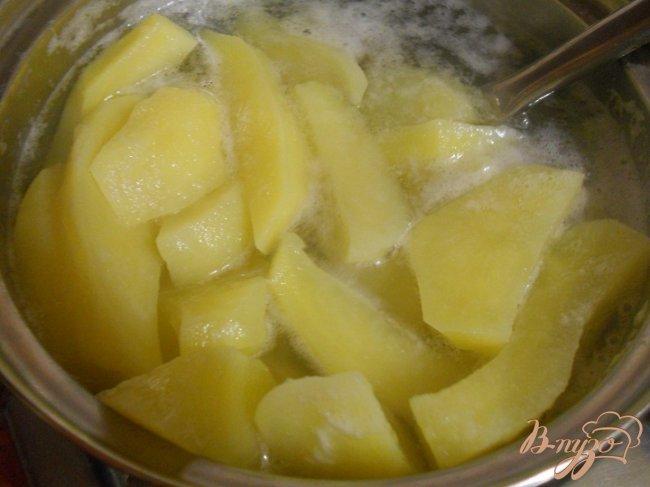 Фото приготовление рецепта: Запеченный картофель с грибами шаг №2