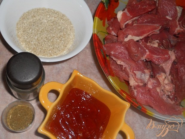 Фото приготовление рецепта: Сочная телятина в кунжуте шаг №1