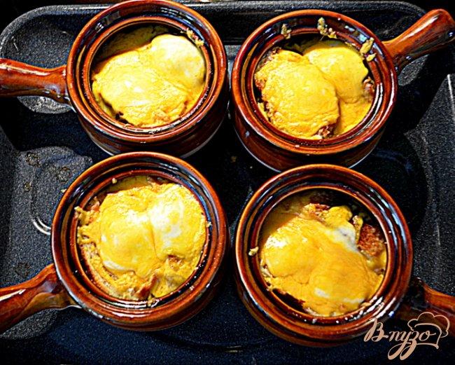 Фото приготовление рецепта: Луковый и беконовый суп шаг №5