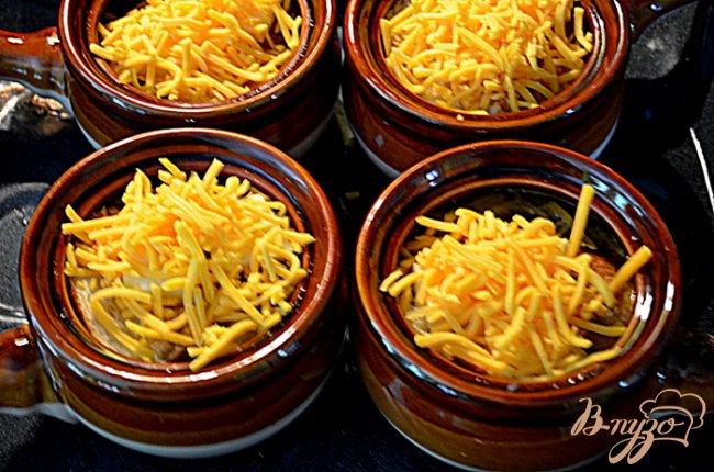 Фото приготовление рецепта: Луковый и беконовый суп шаг №4