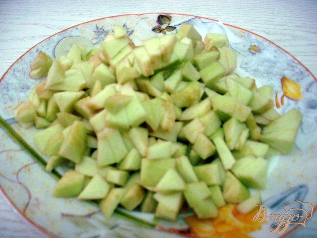 Фото приготовление рецепта: Салат  с килькой шаг №4
