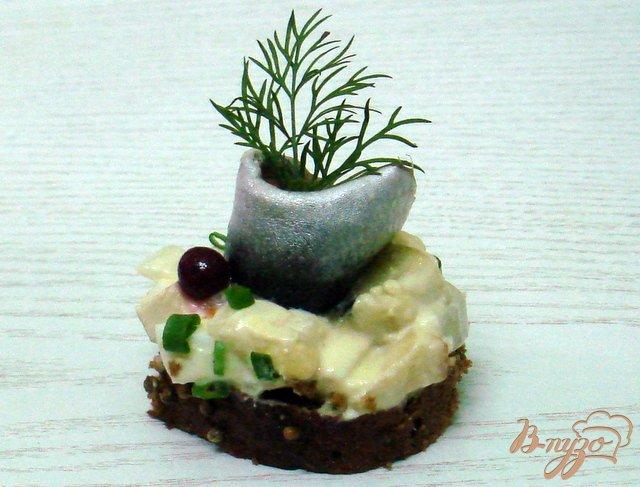Фото приготовление рецепта: Салат  с килькой шаг №7