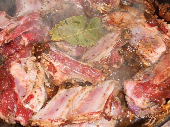 Фото приготовление рецепта: Говяжьи ребрышки шаг №4