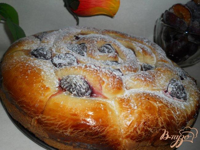 Фото приготовление рецепта: Пирог со сливами и творогом шаг №8