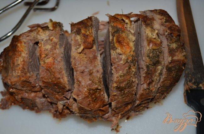 Фото приготовление рецепта: Тушеная нежная говядина с овощами шаг №4