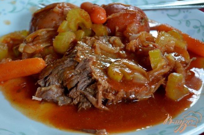 Фото приготовление рецепта: Тушеная нежная говядина с овощами шаг №5