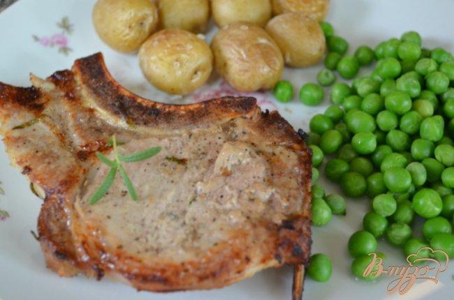 Фото приготовление рецепта: Свиные отбивные на гриле шаг №4