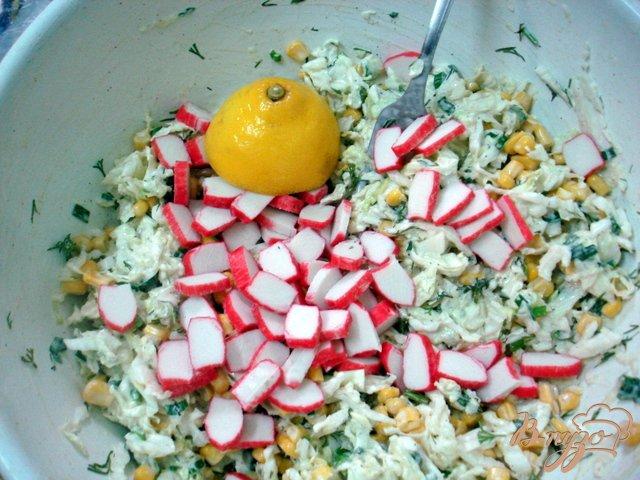 Фото приготовление рецепта: Салат из пекинской капусты шаг №5