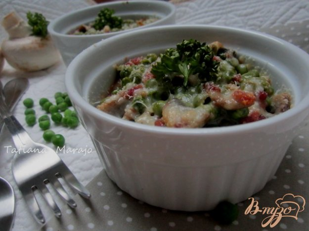 фото рецепта: Зеленый горошек с ветчиной и грибами