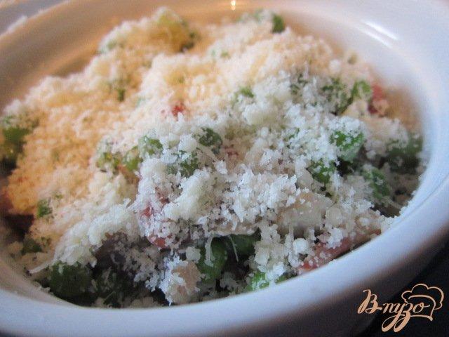 Фото приготовление рецепта: Зеленый горошек с ветчиной и грибами шаг №5