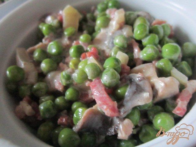 Фото приготовление рецепта: Зеленый горошек с ветчиной и грибами шаг №4