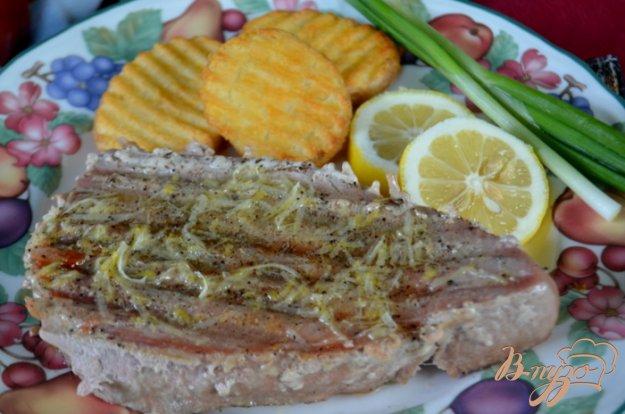 Рецепт Стейки тунца с лимонным маслом и черным перцем