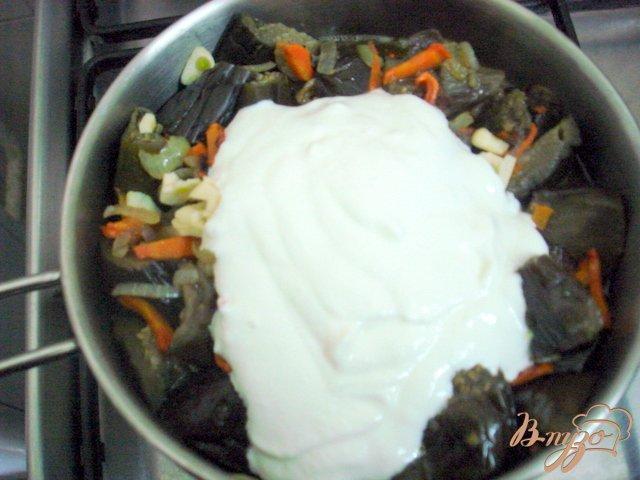 Фото приготовление рецепта: Баклажаны в сметанном соусе шаг №6