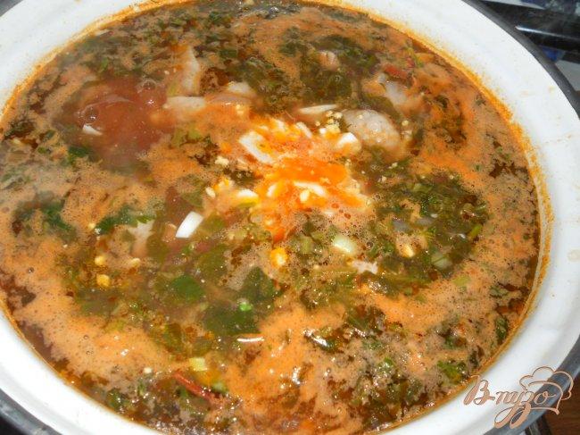 Фото приготовление рецепта: Зеленый борщ с курицей и томатом шаг №5