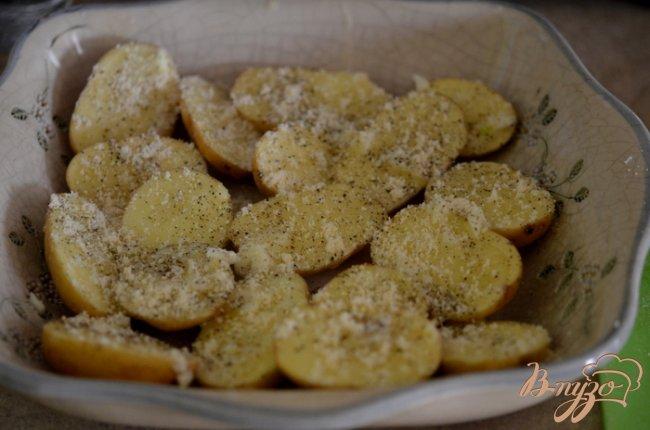 Фото приготовление рецепта: Картофель с лимонно-чесночным вкусом шаг №3