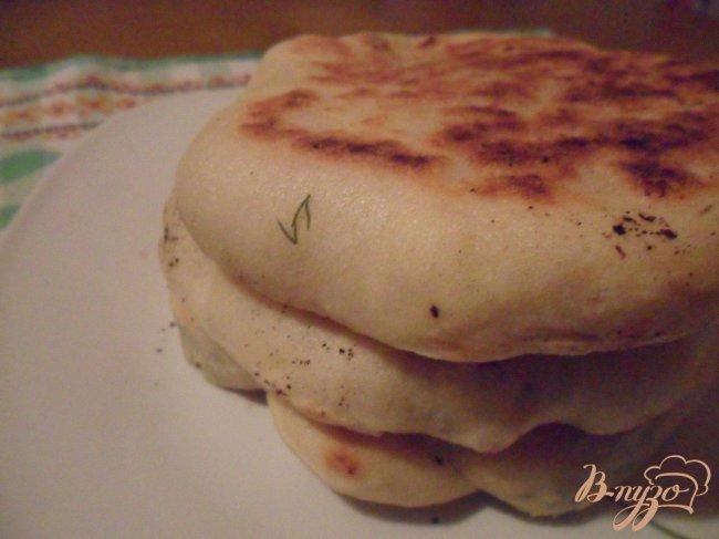 Фото приготовление рецепта: Лепешки из манки с брынзой шаг №8