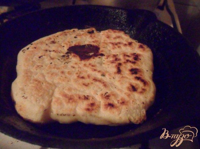 Фото приготовление рецепта: Лепешки из манки с брынзой шаг №7
