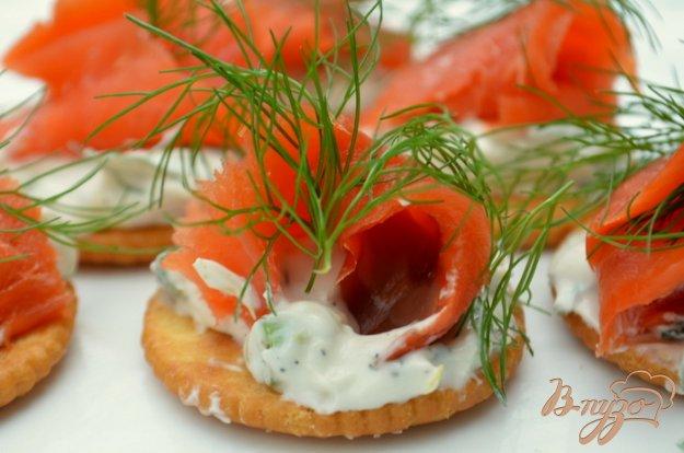 фото рецепта: Канапе с лососем и сливочным сыром