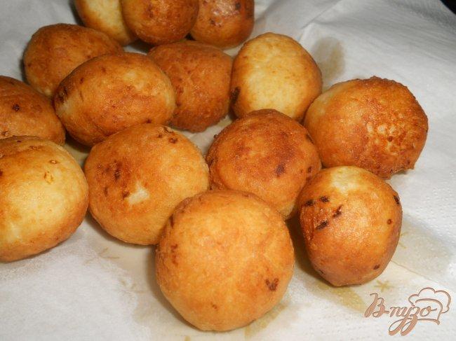 Фото приготовление рецепта: Тающие во рту творожные пончики шаг №4