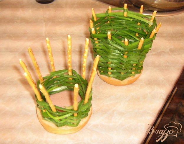 Фото приготовление рецепта: Луковые корзинки для салатов шаг №5