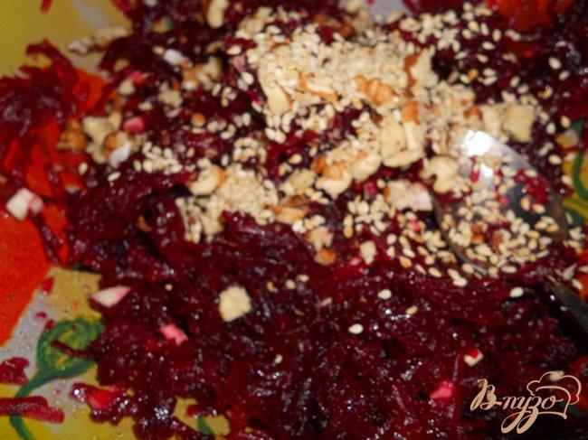 Фото приготовление рецепта: Свекольный салат шаг №4