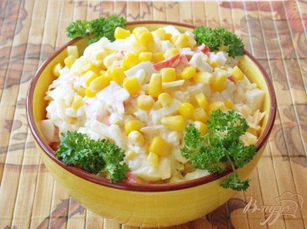 фото рецепта: Салат из крабовых палочек и ананасов