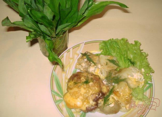Рецепт Картофель с куриными бедрышками, запеченный в духовке.