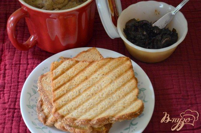 Фото приготовление рецепта: Куриный паштет с бальзамическим луком. шаг №4