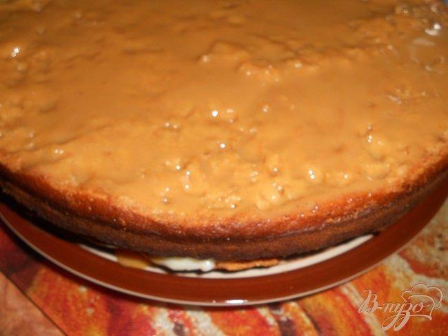 Фото приготовление рецепта: Медовый бисквит с заварным кремом шаг №4