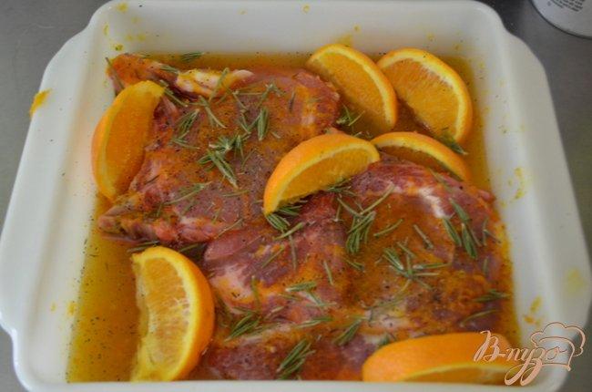 Фото приготовление рецепта: Свиные отбивные в медовой и апельсиновой глазури шаг №2