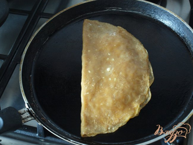 Фото приготовление рецепта: Голландские блины с сыром шаг №6