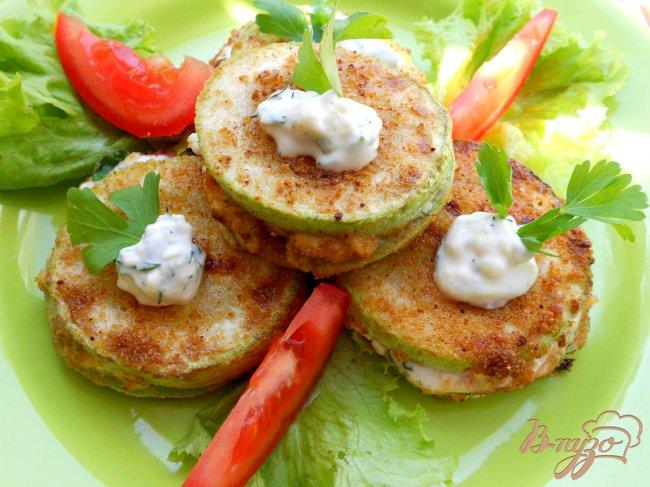 Фото приготовление рецепта: Сэндвичи из кабачков шаг №5