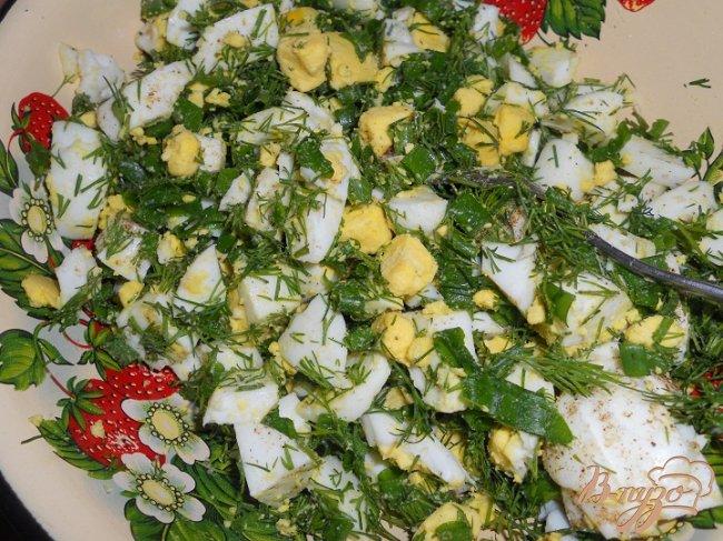 Фото приготовление рецепта: Домашние пирожки с яйцом и зеленью шаг №4