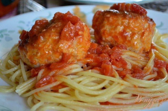 Фото приготовление рецепта: Куриные фрикадельки в томатном соусе шаг №4