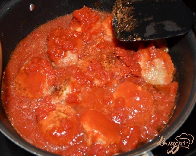 Фото приготовление рецепта: Куриные фрикадельки в томатном соусе шаг №3
