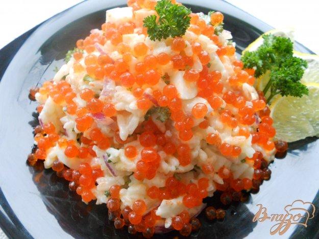 Рецепт Салат «Праздничный» с семгой и икрой